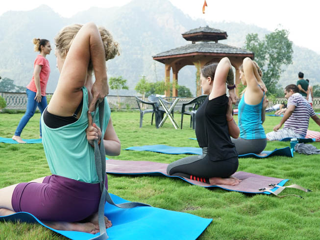 Which Is The Best 200 Hour Yoga Teacher Training School In Rishikesh India